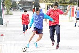 Ind Invita A Los Ninos A Jugar Futbol Calle Elpinguino Com