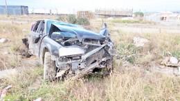 Con fractura nasal resultó conductor que volcó su vehículo