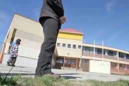 Sicópata atacó frente a escuela