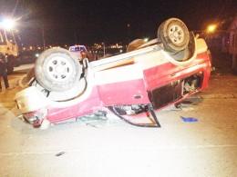 Un herido grave y 4 lesionados  en colisión con volcamiento