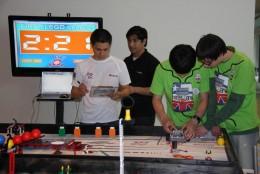 Jóvenes magallánicos en competencia robótica